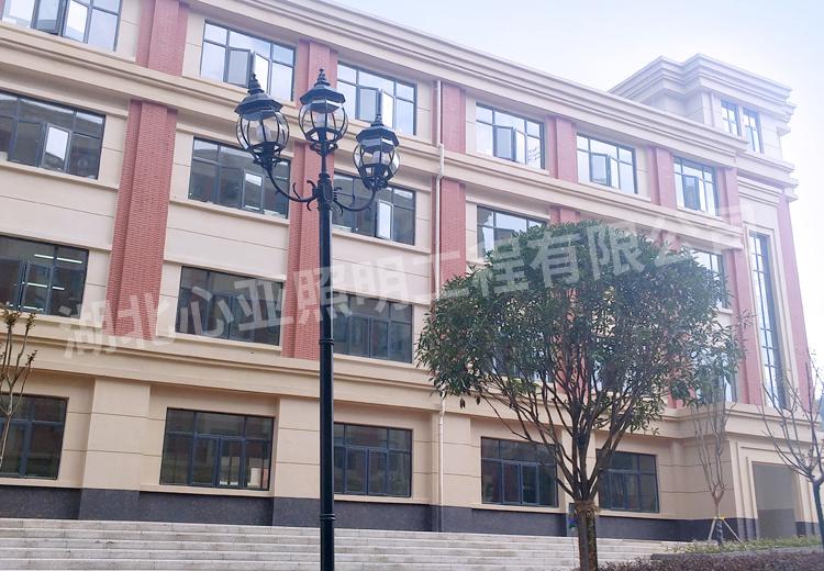 巴东明德外国语学校庭院灯照明项目