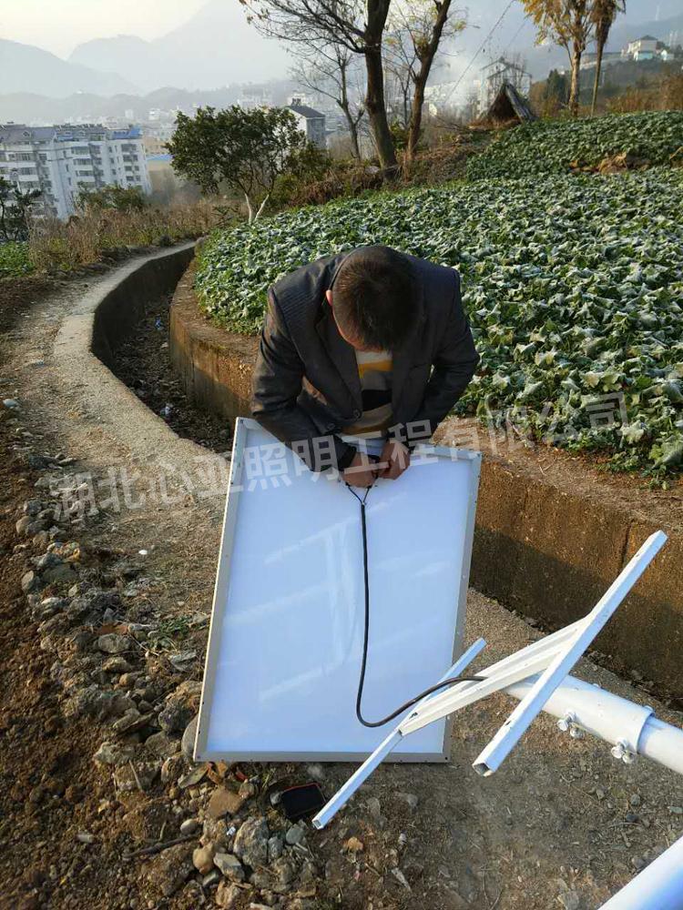 太阳能路灯安装现场2